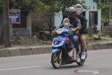 Pemudik sepeda motor melintas di jalur Pantura Pilangsari, Jatibarang, Indramayu, Jawa Barat, Selasa (4/5/2021). Jelang larangan mudik Lebaran yang mulai pada 6-17 Mei 2021 sejumlah pemudik pengendara motor mulai melintas di jalur pantura dari arah Jakarta menuju Jawa Tengah. ANTARA JABAR/Dedhez Anggara/agr
