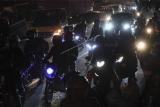 Sejumlah pengendara motor melintas di jalur Pantura, Klari, Karawang, Jawa Barat, Selasa (4/5/2021) dini hari. Jelang larangan mudik 2021 pada 6-17 Mei 2021 jumlah kendaraan sepeda motor yang melintas di jalur Pantura dari arah Jakarta mengalami peningkatan. ANTARA FOTO/Hafidz Mubarak A/aww.