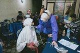 Warga lansia Kota Mataram antusias divaksin COVID-19 saat pelayanan malam