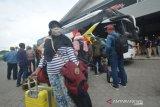 Naik Bus Menuju Pulau Jawa