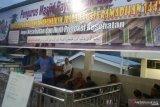 Tiap hari, warga dan pedagang antar ratusan pabukoan ke Masjid Raya Lubukbasung untuk jamaah dan pengedara