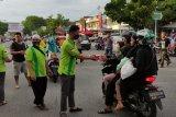 LDII Padang berbagi berkah Ramadhan pada pengendara