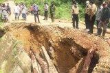 Tiga ruas jalan di Kabupaten Merangin Jambi amblas tergerus air
