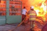 Dua gudang plastik terbakar