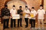 Karyawan Masjid Istiqlal terima donasi 1.000 liter lebih minyak goreng