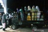 Tergugah hati lihat jamaah berjalan jauh ke masjid, warga Sungai Aua ini sediakan mobil gratis