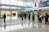 Puluhan penumpang berangkat dari Bandara Tjilik Riwut