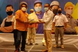 BPJAMSOSTEK NTB salurkan 300 paket sembako kepada serikat pekerja