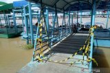 Nakhoda kapal dan petugas posko pengawas Dermaga 16 Ilir Palembang 'kucing-kucingan'
