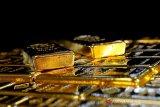 Emas melonjak ditopang pelemahan dolar dan imbal hasil obligasi  AS