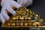 Emas melonjak  29,5 dolar, karena imbal obligasi dan saham turun