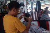 Jasa pemotongan rambut di Agam kebanjiran pelanggan jelang Lebaran