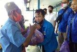 PWI Barsel bagikan sembako kepada warga kurang mampu