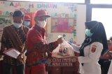 Parosil serahkan bantuan untuk guru honor di empat kecamatan