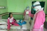 Gubernur NTB menyapa pasien COVID-19 di ruang perawatan