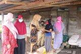 Peduli banjir di Sungai Mandau, TP PKK Siak bantu sembako