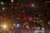 Pemudik sepeda motor memadati jalur pantura Karawang, Jawa Barat, Senin (10/5/2021). H-3 jelang Hari Raya Idul Fitri 1442 H, volume kendaraan yang melintas di jalur pantura Karawang dari arah Jakarta menuju Jawa Tengah mengalami peningkatan. ANTARA JABAR/M Ibnu Chazar/agr
