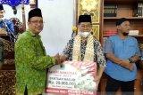 Safari Ramadhan, Desrio Putra serahkan bantuan 10 masjid di Padang