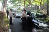Petugas gabungan di Solo suruh ratusan pengemudi kendaraan untuk balik kanan