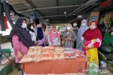 Warga Pulau Lae-lae buat penganan khas Sulsel untuk Nurdin Abdullah