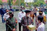 Siapkan prokes shalat Id, Nadalsyah bagikan masker  untuk masjid