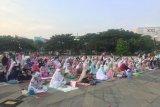 Ribuan warga laksanakan Shalat Idul Fitri di Lapangan Velodrome