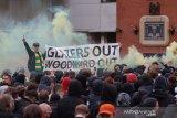 Suporter MU protes lagi, bus Liverpool dicegat ke Old Trafford