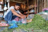 Pedagang bunga di TPU Indramayu mengaku turun omzet
