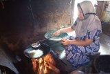 Penjualan kudapan kareh-kareh khas Kabupaten Solok diminati saat lebaran