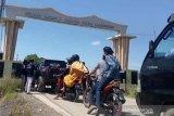 Semua obyek wisata di Kabupaten Indramayu ditutup sementara menyusul banyaknya wisatawan yang berkunjung