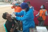 Dinkes Kendari lakukan uji usap antigen warga yang melintas di perbatasan kota
