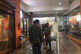 Sejumlah tempat makan di mal masih ramai pengunjung