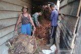 Hujan deras sebabkan bukit longsor dan timpa dua rumah warga, tidak ada korban jiwa