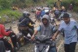 Sempat tertutup akibat longsor di Aie Dingin, akses jalan Padang- Solok Selatan kembali lancar