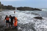 SAR Gunung Kidul menyelamatkan wisatawan terseret ombak Pantai Siung