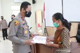 Waka Polda Sulteng  serahkan santunan kemanusiaan korban teroris Poso