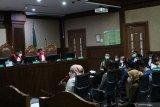 Tiga sepsri juga akui dapat fasilitas apartemen dari Edhy Prabowo