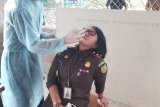 Kejati Sulut melaksanakan tes usap antigen pegawai usai libur Lebaran