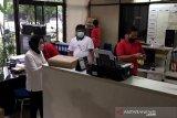 Menteri Sosial Tri Rismaharini lakukan inspeksi mendadak ke ruang kerja pegawai