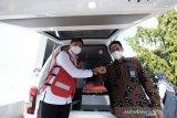 Bank Sulselbar serahkan ambulans kepada PMI untuk dukung program kemanusiaan