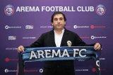 Arema FC memperkenalkan Eduardo Almeida sebagai pelatih baru
