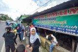 Warga Surau Gadang Bukittinggi bagikan 300 nasi bungkus tiap Jumat