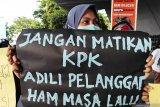 Presiden Jokowi diminta sikapi dugaan pelemahan KPK