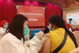 3.000  orang pelaku pariwisata dan budayawan Batam divaksin COVID-19