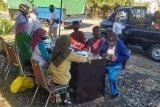 Test swab acak di Poto Tano, dua orang dinyatakan positif