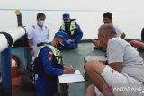 Delapan penumpang kapal karam di perairan  perbatasan Lingga-Jambi  belum ditemukan