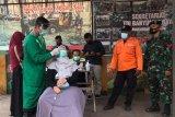Mahasiswa dites antigen sebelum berunjuk rasa di Purwokerto