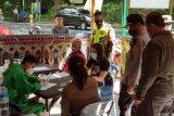 Polres Lotara berikan sanksi administrasi dan sosial kepada pengguna jalan tidak mematuhi prokes