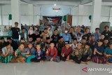 Komunitas Inago Padang serahkan bantuan alat tulis ke Panti Asuhan Nurul Iman