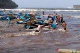 Nelayan Baron evakuasi kapal akibat gelombang tinggi